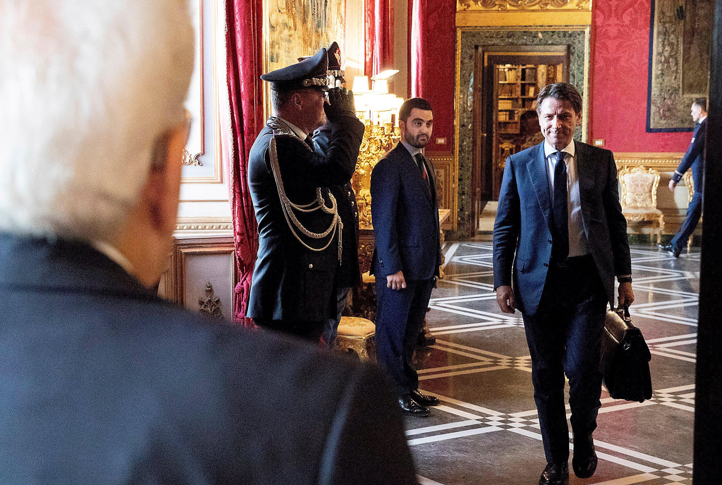 Giuseppe Conte a rencontré le chef de l'Etat Sergio Mattarella, au Quirinal, le 27 mai 2018. Choisi par le M5S et la Ligue pour occuper la fonction de président du Conseil, il a renoncé à former un gouvernement.