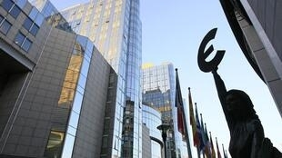 O Produto Interno Bruto (PIB) da zona do euro recuou 0,1% no terceiro trimestre de 2012