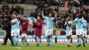 'Yan wasan kungiyar Manchester City bayan lallasa Newcastle United da 1-0. Disamba 27, 2017.