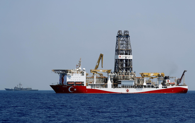 Selon Nicosie, la Turquie a envoyé le navire de forage Yavuz au bloc 7 de sa zone économique exclusive (ZEE) et plateau continental, or les licences d'exploitation de cette zone ont été attribuées aux géants énergétiques français et italien, Total et Eni.