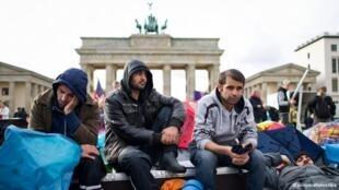 در آلمان، تعدادی از سیاستمداران این کشور به علت پشتیبانی از پناهندگان، از سوی راستگرایان افراطی مورد تهدید قرار گرفتهاند.