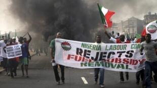Lagos, 9 janvier 2012.  Manifestants du Nigeria Labour Congress contre la suppression des subventions aux carburants.