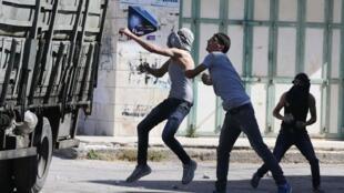 Les obsèques des deux Palestiniens tués ce matin par les forces israéliennes à Hébron ont provoqué de violentes émeutes ce mardi 23 septembre.