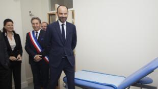 Edouard Philippe avec la ministre de la Santé, Agnès Buzyn, à la maison de santé de Châlus,  le 13 octobre 2017.