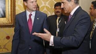 """Британский вице-премьер Ник Клегг и пакистанский министр иностранных дел Макдум Шах Мехмуд Куреши на Форуме """"Азия-Европа"""""""