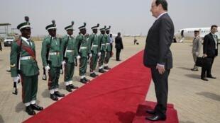 Shugaban Faransa Francois Hollande a lokacin da ya kawo ziyara a Najeriya