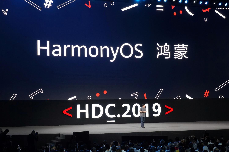 លោក Richard Yu កំពុងបង្ហាញប្រព័ន្ធប្រតិបត្តិការ HarmonyOS របស់ Huawei នៅDongguan ថ្ងៃទី៩ សីហា ២០១៩