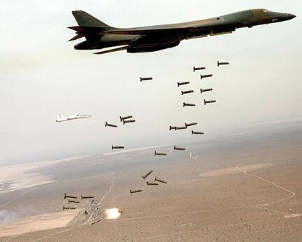 B-1 на учениях сбрасывает кассетные бомбы