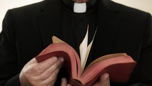 Padre italiano é acusado de organizar orgias no sul da França.