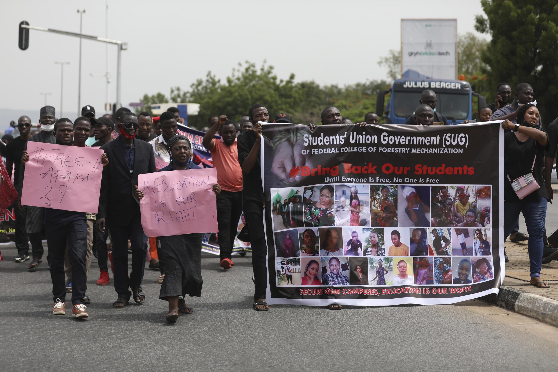 Las familias de estudiantes secuestrados en Kaduna, durante una manifestación en Abuja el 4 de mayo de 2021 para reclamar su liberación