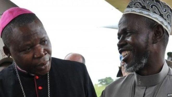 Askofu Dieudonné Nzapalainga na Imamu mkuu nchini Jamhuri ya Afrika ya Kati Oumar Rabin Layama.