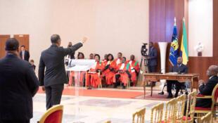 Cérémonie de prestation de serment du gouvernement devant le président gabonais Ali Bongo, le 15 janvier 2019.