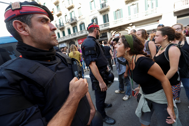 Жители Барселоны не были рады десанту национальной полиции, Барселона, 2 октября 2017 года.