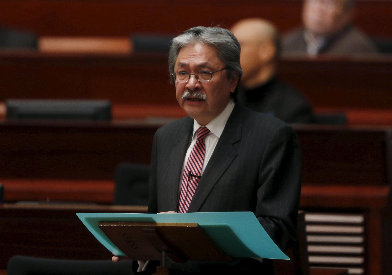 香港财政司长曾俊华2016年2月24日在立法会作年度财政报告。