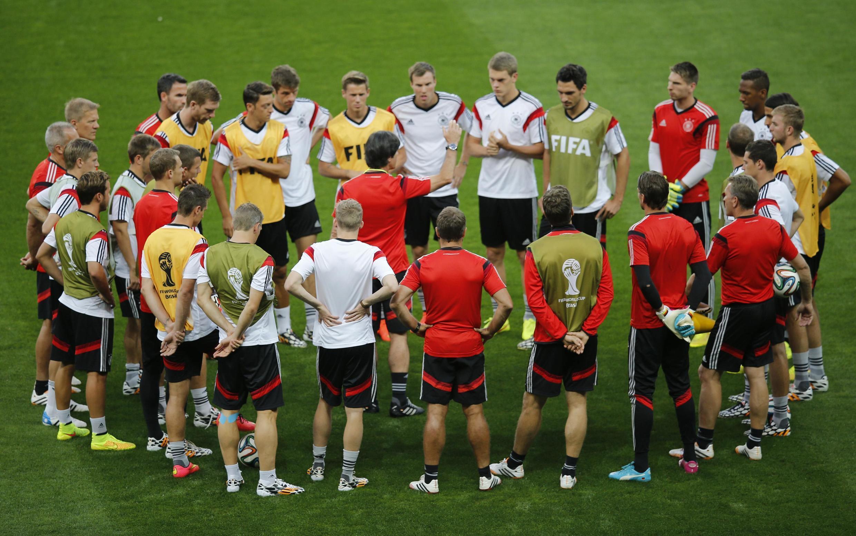 O time da Alemanha durante treino no Mineirão.