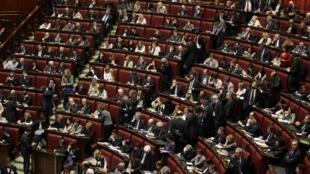 Des députés du Parti démocrate italien, ce vendredi 19 avril au Parlement italien, à l'issue du quatrième tour de l'élection du futur président italien, qui s'est terminé sur une nouvelle impasse.