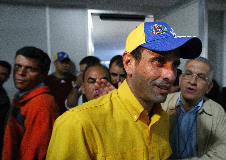 Henrique Capriles après sa conférence de presse. A Caracas, dans la nuit du 15 avril 2013.