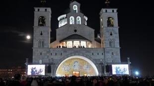 Des milliers d'adeptes de l'Église orthodoxe serbe du Monténégro se réunissent à Podgorica le 9 février 2020 pour une prière de masse. (photo d'illustration)