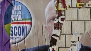 Остатки плакатов предвыборной агитации в Риме 26/02/2013