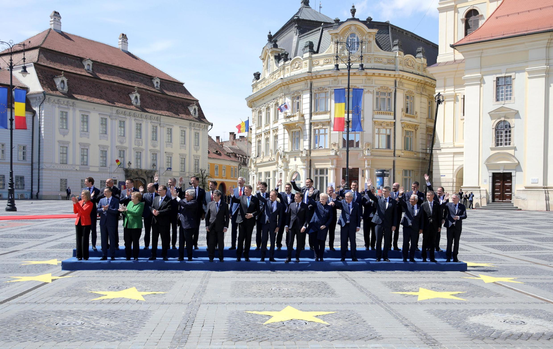 Лидеры 27 стран-членов ЕС на саммите в румынском Сибиу, 9 мая 2019
