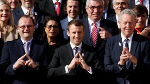 امانوئل ماکرون، رئیس جمهور جدید فرانسه، با اعضای کمیسیون کمیته بین المللی المپیک.