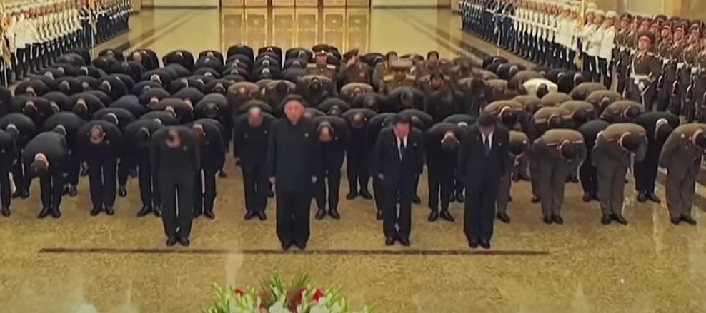 朝鲜领导人金正恩率领一众高官参拜锦绣山2021年7月8日