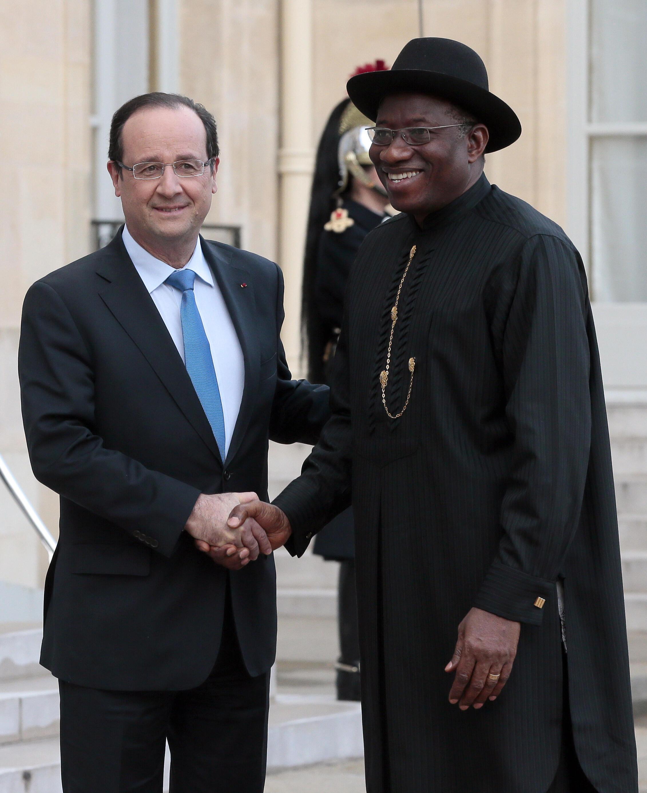 Фото:  Франсуа Олланд и Гудлак Джонатан, Абуджа, 27 февраля 2014 года