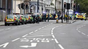 Policiais barram acesso a Museu de História Natural de Londres, após incidente.