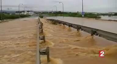 Reprodução imagens da televisão francesa France 2 mostrando inundações causada pela tempestade Emily na Ilha de Martinica.