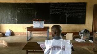 Dans un bureau du quartier Safatou 1, à Labé, en Guinée, le 18 octobre 2020, pour la présidentielle.