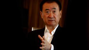 图为中国亿万富翁王健林