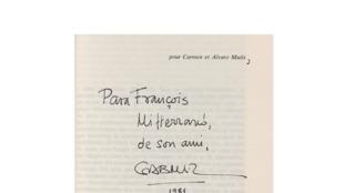 Dedicatoria de Gabriel García Márquez para François Mitterrand.