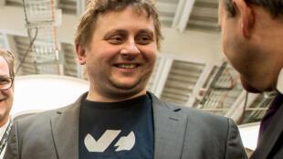 Octave Klaba, fondateur et directeur général du fournisseur français de services Internet OVH est photographié lors de l'inauguration du nouveau campus du groupe, le 15 février 2016 à Roubaix.