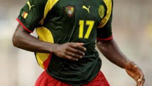 Marc-Vivien Foé lors du match de Coupe d'Afrique des nations contre l'Algérie joué à Accra au Ghana, le 6 février 2000.