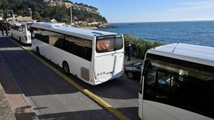 運載抵達法國南部武漢法國居民巴士資料圖片