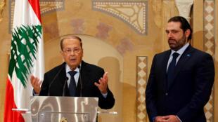 El político cristiano Michel Aoun durante la conferencia de prensa en que anuncia el apoyo del primer ministro Saad al-Hariri, a su lado, para convertirse en presidente del Líbano