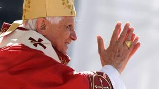 A Washington le 17  avril 2008, Benoît XVI a exprimé « sa profonde honte » pour le scandale des prêtres pédophiles qui a ébranlé l'Eglise catholique des Etats-Unis.