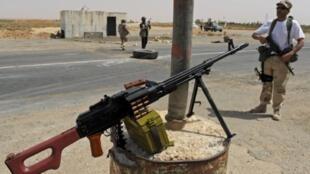 利比亞反政府武裝控制前往班尼·瓦利德的關口。攝於2011年9月3日。