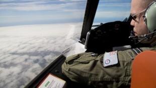 As buscas pelo Boeing da Malaysia Airlines foram interrompidas por causa de mau tempo.