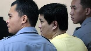 Andal Ampatuan (C), the main suspect in the massacre of 57 people in the Philippines, at his trial in Manila