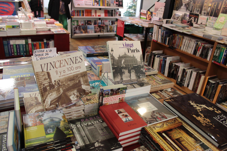 L'intérieur de la librairie Millepages, en banlieue parisienne.