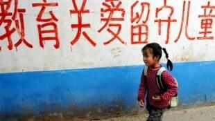中国一项白皮书透露全国有6000万个留守儿童