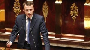 Le ministre de l'Economie Manuel Macron devant l'Assemblée nationale, au premier jour de l'examen du projet de loi pour la croissance et l'activité dite «Loi Macron». Paris, le 26 janvier 2015.
