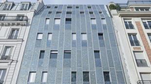 En 2011 se inauguró el nuevo centro de alojamiento para los 'sin techo' de la asociación Emmaus, en el quai Valmy  frente al canal Saint-Martin, en el distrito 10 de París.