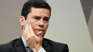La démission du ministre de la Justice a été accueillie par un concert de casseroles dans toutes les grandes villes du pays.