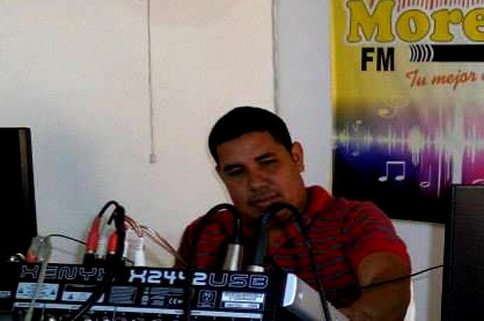 El periodista Luis Carlos Cervantes, director de radio Morena, fue asesinado el 12 de agosto de 2014 en Tarazá, en el departamento colombiano de Antioquia.