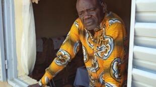 Clément Abaifouta, président de l'association des victimes d'Hissène Habré, dans les locaux de l'association à Ndjamena, le 11 juillet.