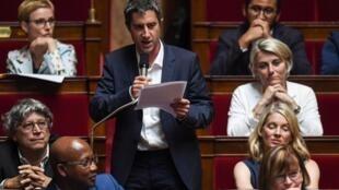 L'opposition (Parti communiste français, France insoumise et Parti socialiste), ici représentée par François Ruffin (LFI), s'est toujours prononcée contre la loi sur le secret des affaires.