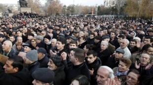 Манифестация на пл. Свободы в Ереване в поддержку Раффи Ованнисяна