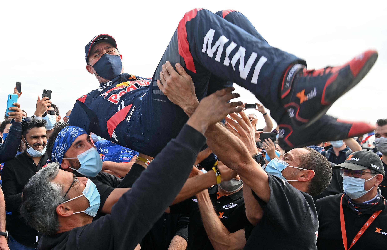 Stéphane Peterhansel (Mini), savours his triumph after winning the Dakar race, Jeddah, 15 January 2021.